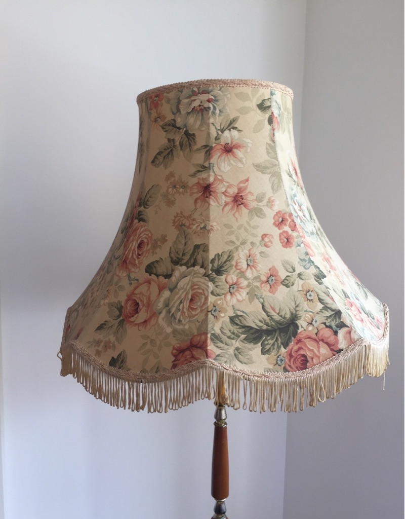 Floor lamp with floral shade, rounded base - 70s cool