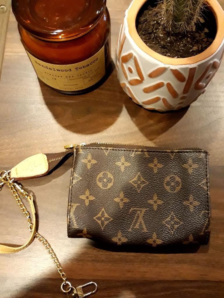 Louis vuitton small wallet