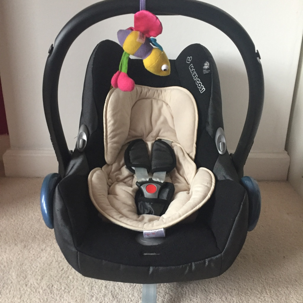 Maxi Cosy baby car seat with adapters