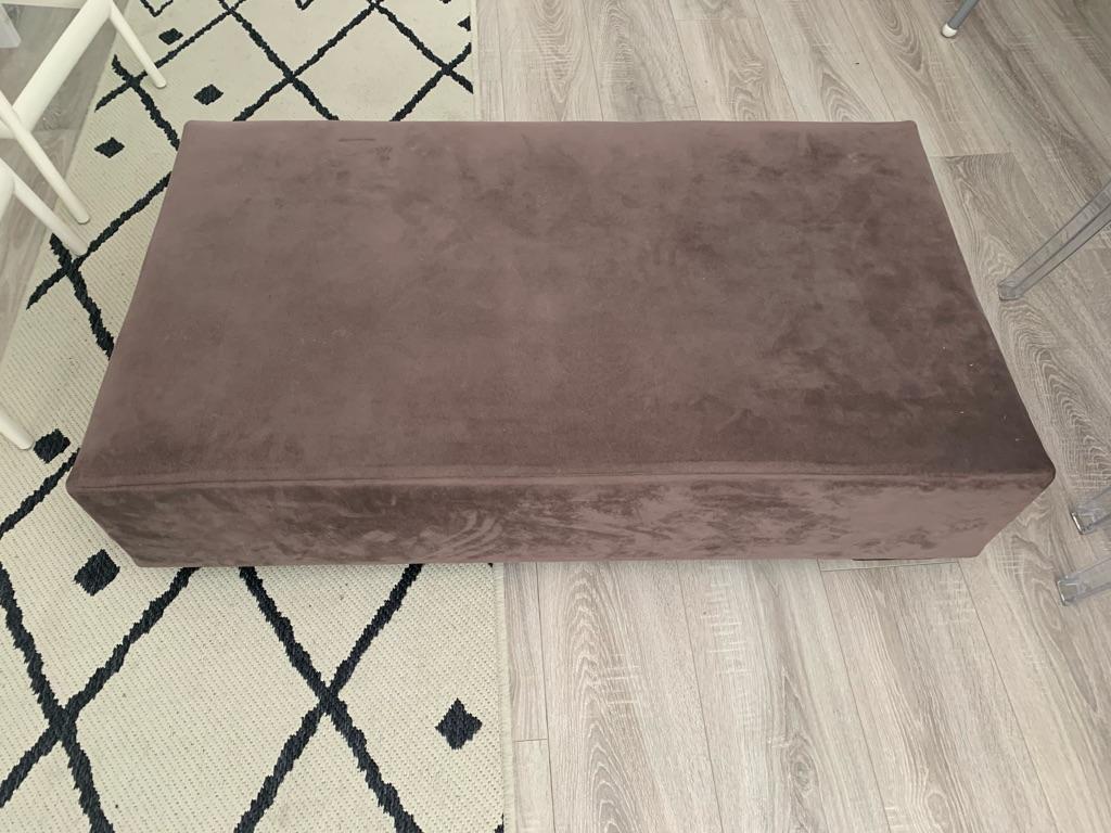 Footstool/coffee table/pouffee