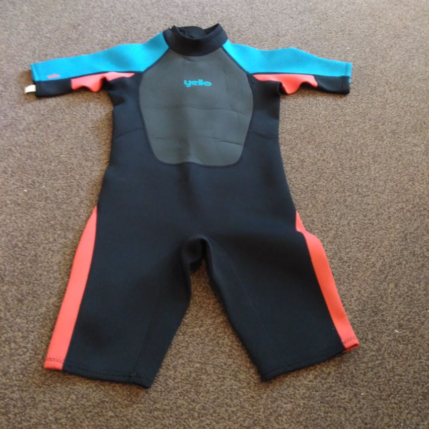 Children's wetsuit size M