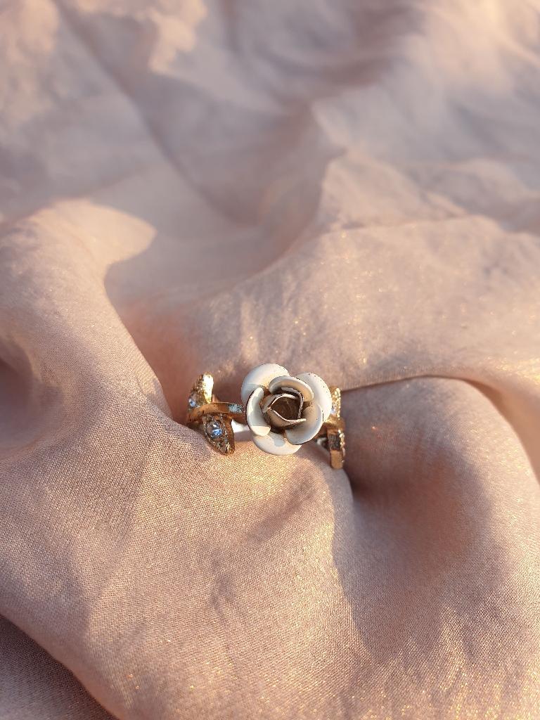 Rose shaped ring