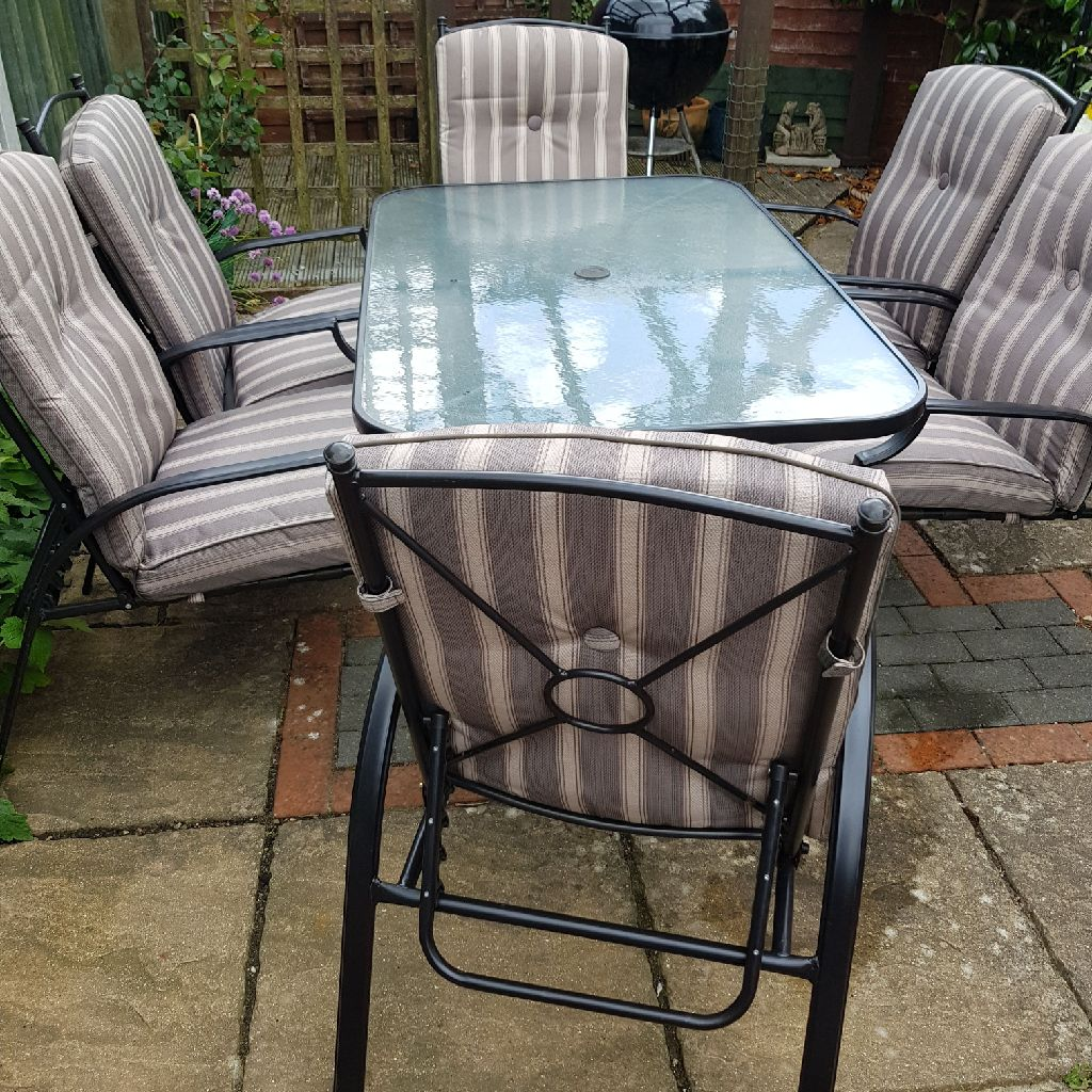 Six seater garden dining set.