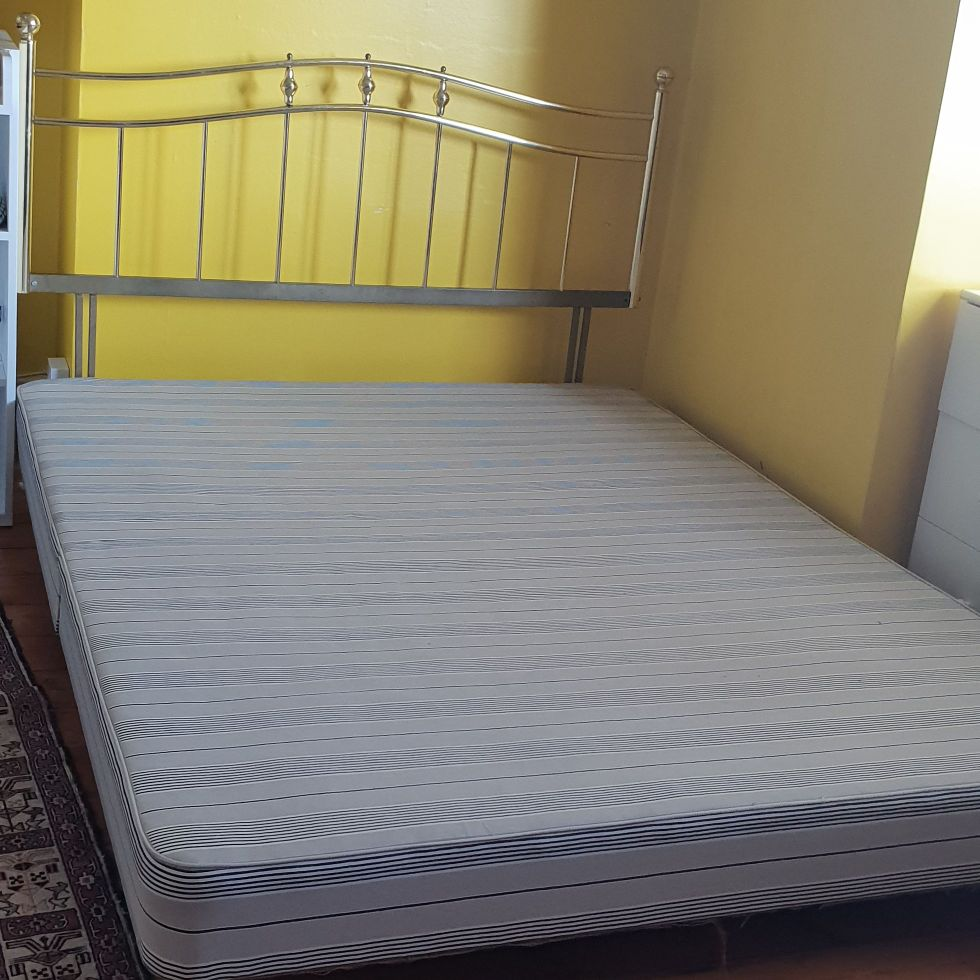 Double bed in excellent and materas for free .07960807165