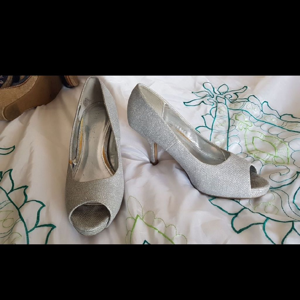 Silver low Heel Shoes Size 5