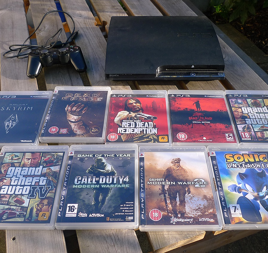 Sony PS3 Slim 120 GB Black Console + Top 9 Games (maps included)