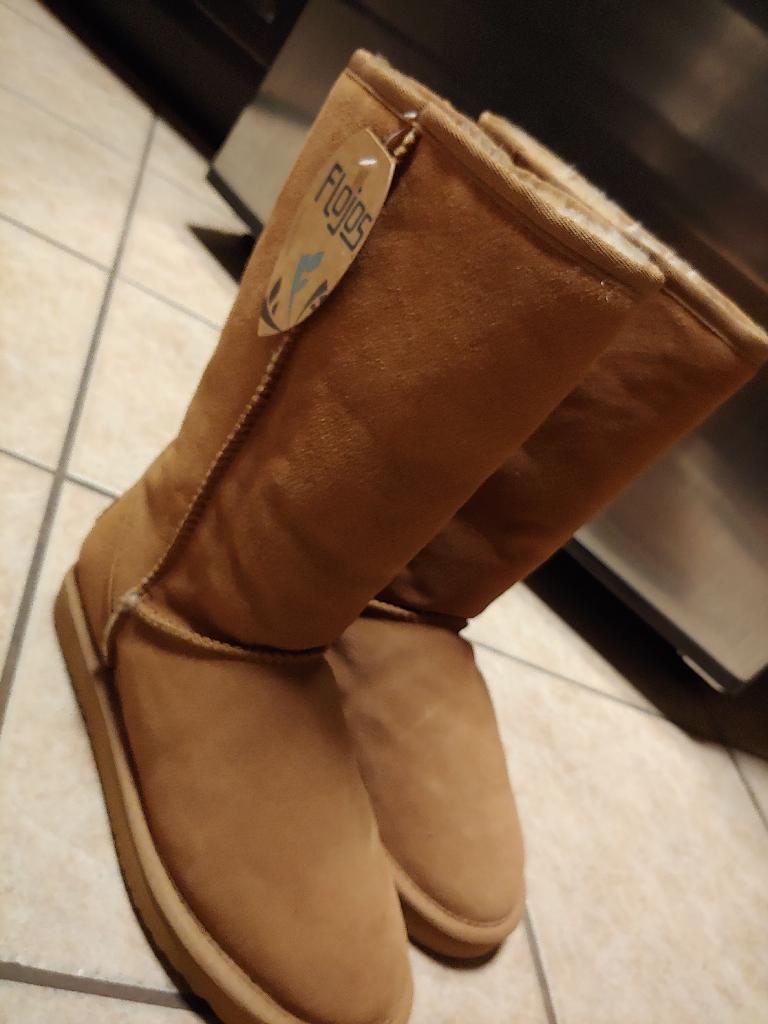 Flojos Ugg Boots.