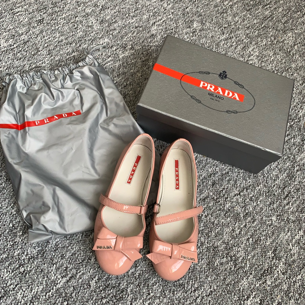 Girls Prada shoes EU31
