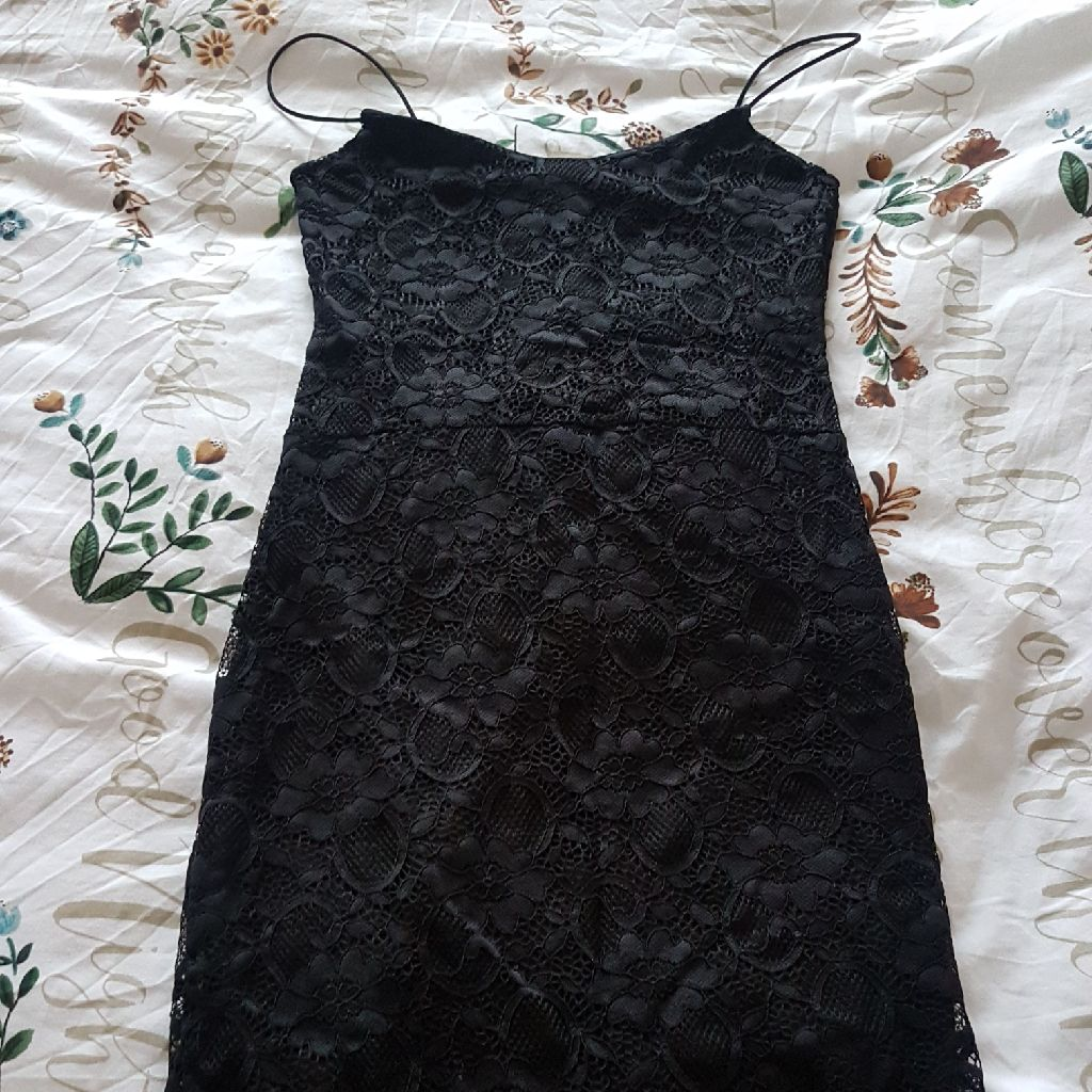 REDUCED Boo hoo black lace dress size 6