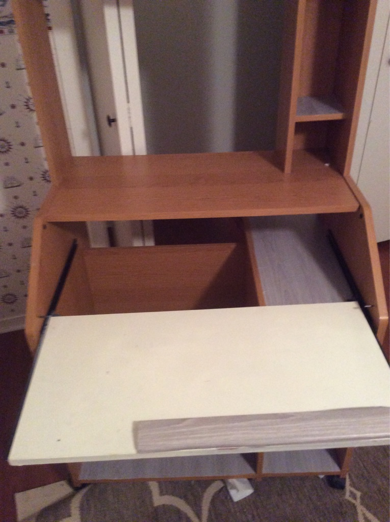 Small computer desk with wheels n pull out laptop/keyboard tray