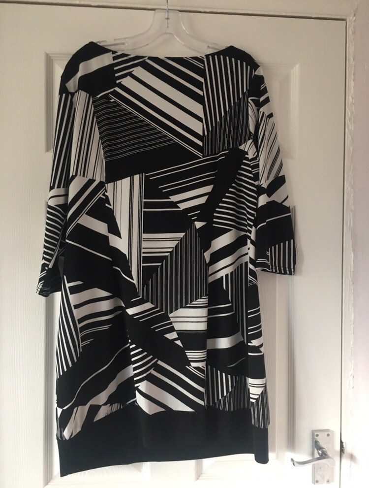Geometric Print A Line Dress Size 18 Excellent Condition (postage available)