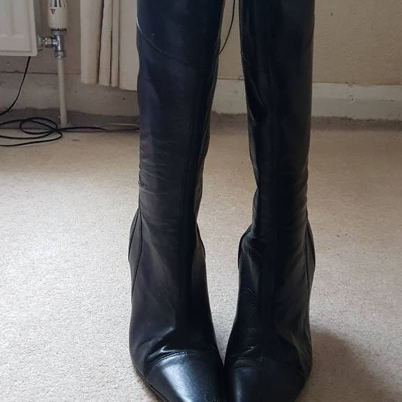 Long heeled boots