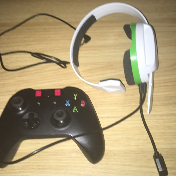 Xbox one controller with turtle beach headset
