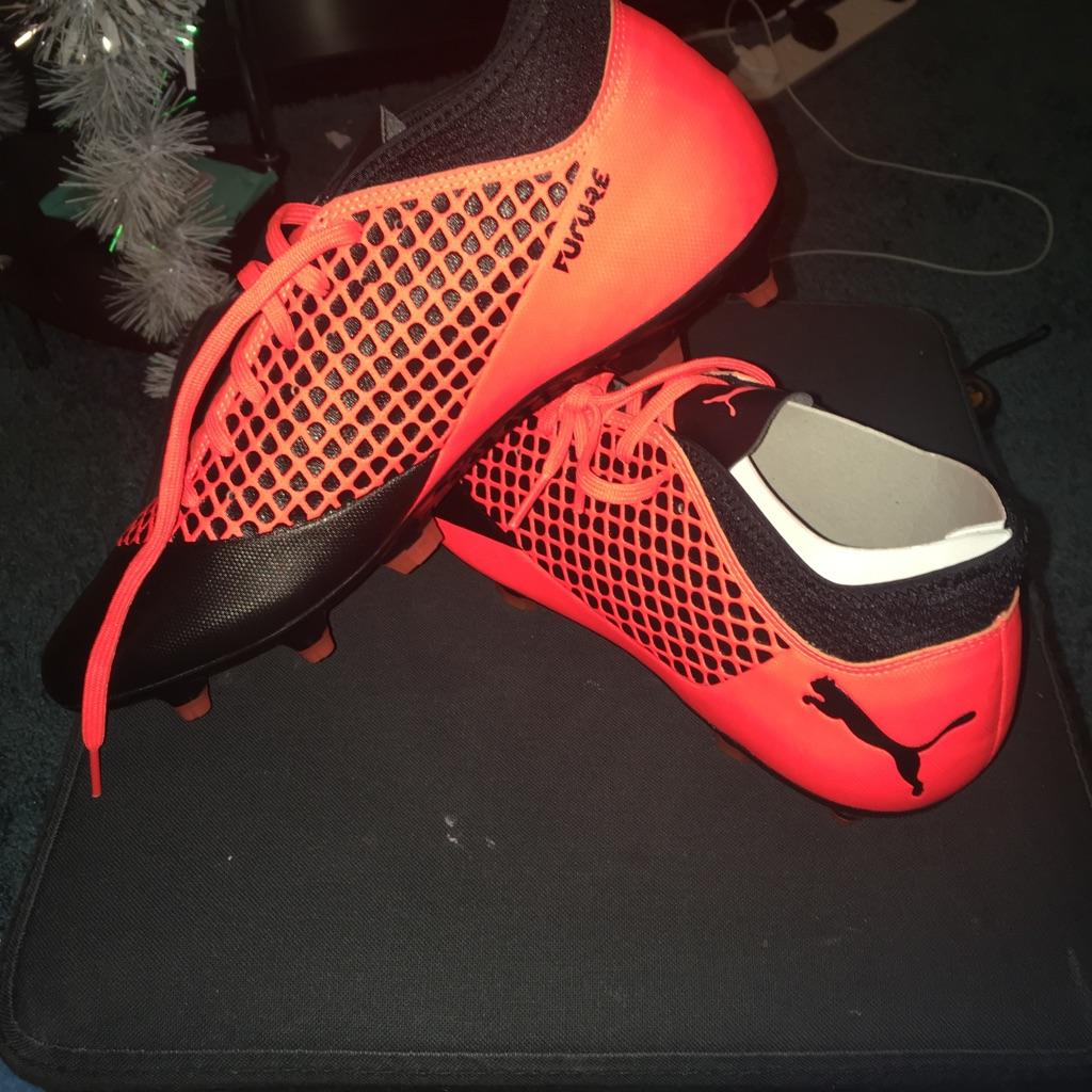 PUMA FUTURE FOOTBALL BOOTS SIZE 10