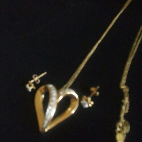 Ladies neckless with 50 diamond heart