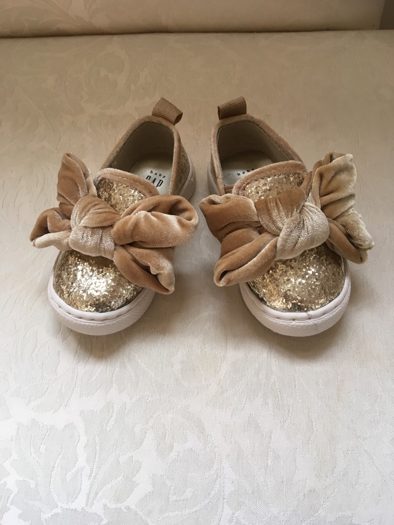 Baby Gap gold glitter bow shoes sz 5