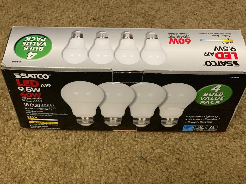 Satco LED 60 watts (4) bulbs