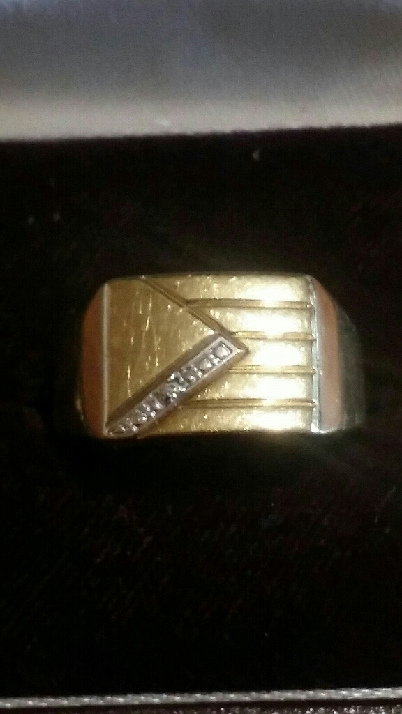 9ct gold Diamond Mans Signet ring