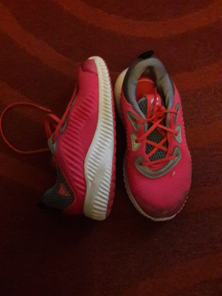 Adidas  girls trainee size 8 and a half.
