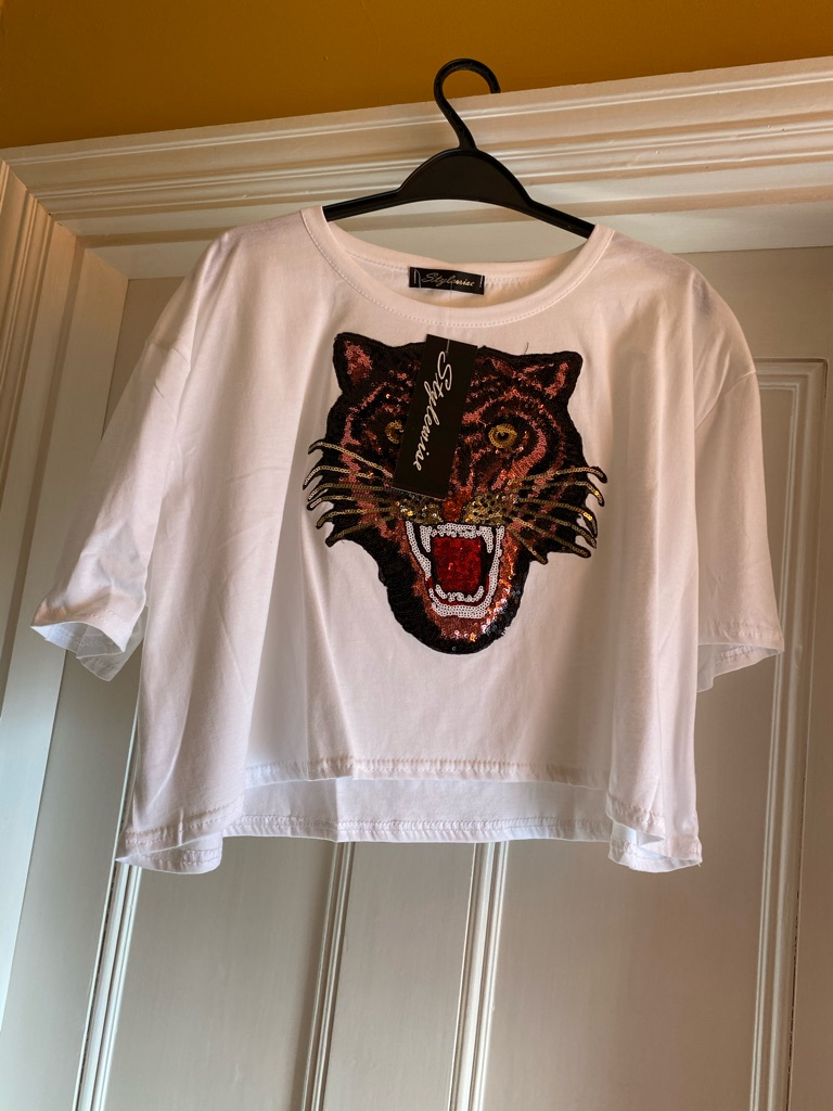 Style wise crop top with sequin tiger