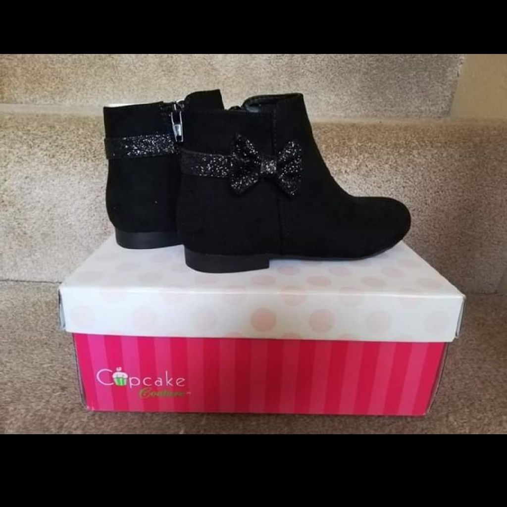 Girls boots size 28 (10)