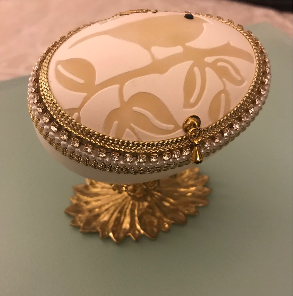Engraved egg jewellery box