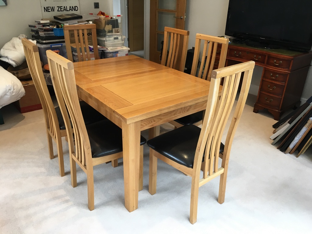 Extendable Oak Dining Room Table & 8 Chairs