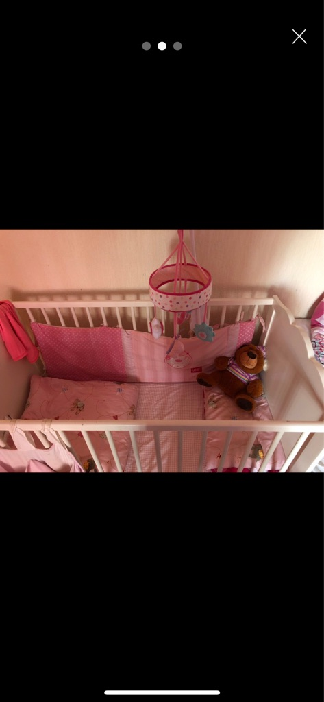 Bed cot with full bending set pink good condition