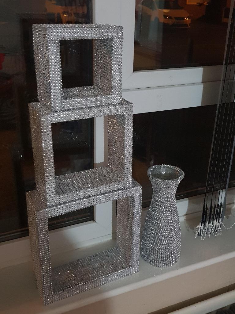 Diamond effect triple cubes and vase