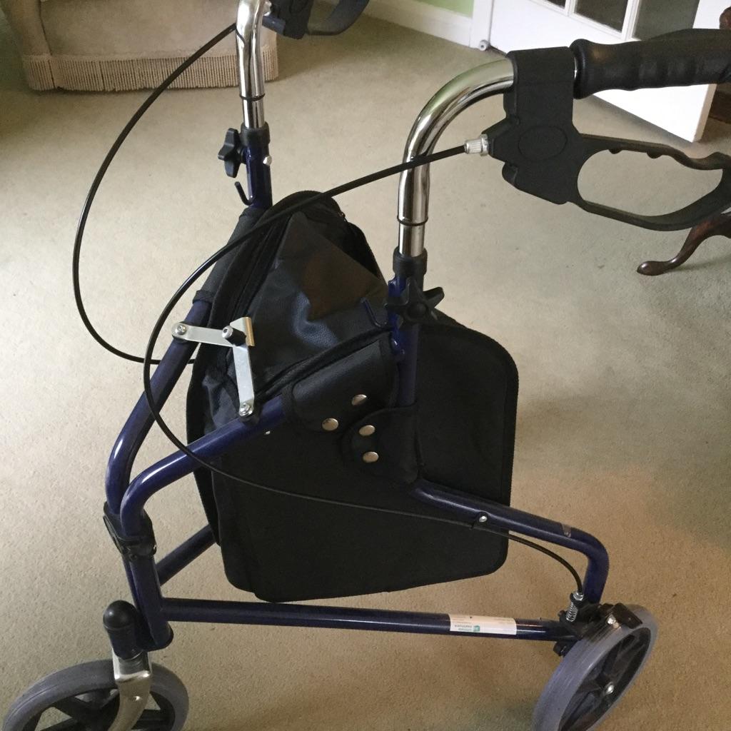 3 wheeler walker for elderly person with shopping bag