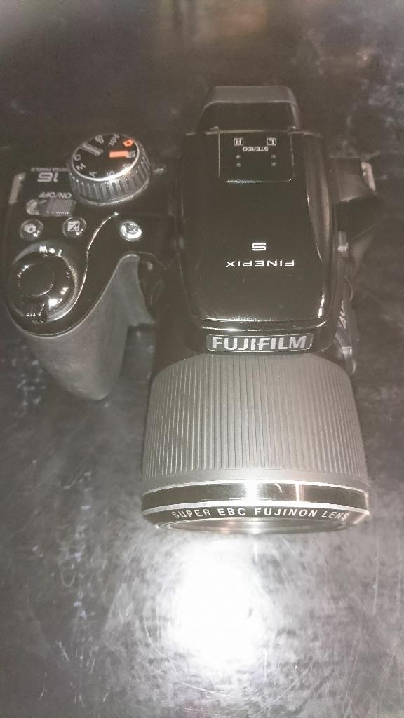 Fuji Finepix S8200 digital camera