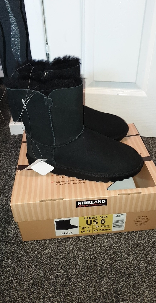 Brand new shearling boots size 4
