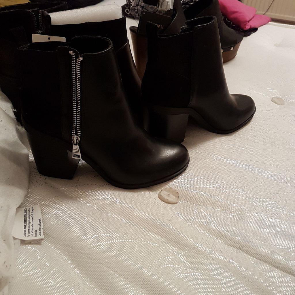 Bershka boots never worn shop price 30