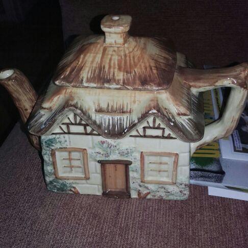 Village tea pot