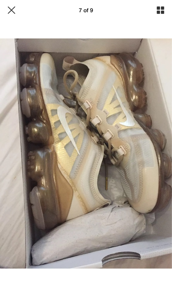 Nike air vapormax size 4 gold