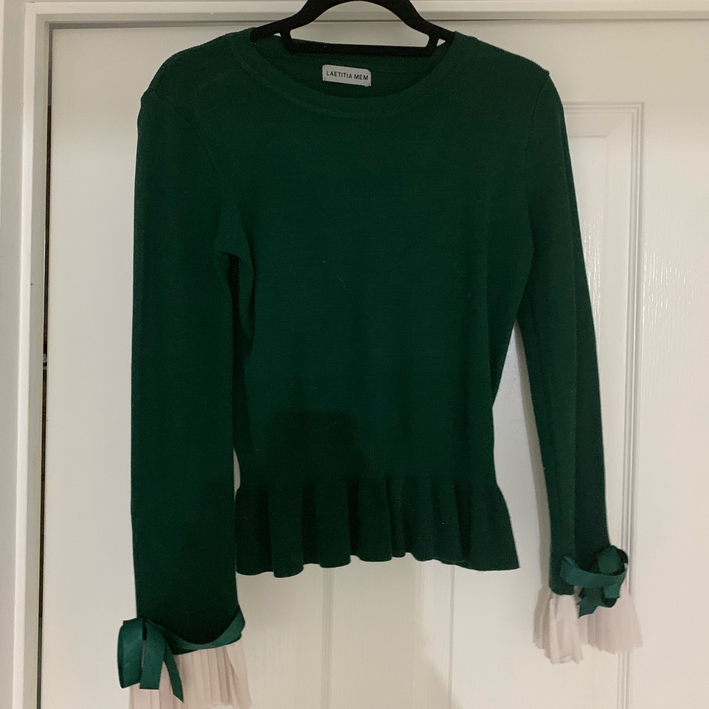 Boutique green top , white sleeves