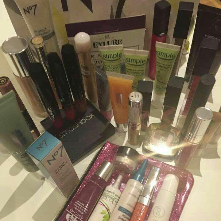 Brand new Cosmetics+FREE Christmas Gift! Preston