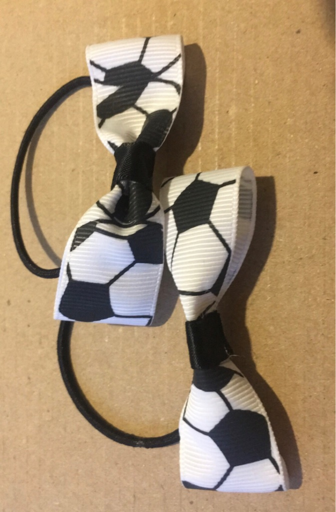 ⚽️🏴🏴⚽️ football inspired hair bows set
