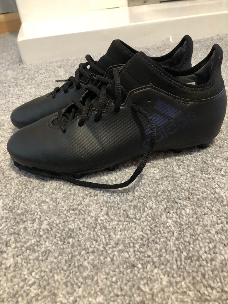 Footy boots size 5.5