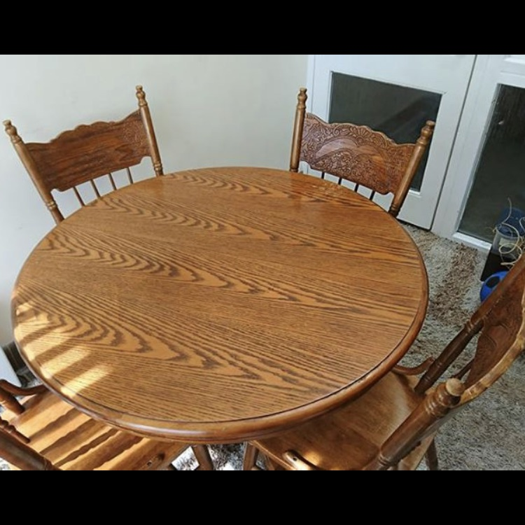 Extendable table and 5 chairs