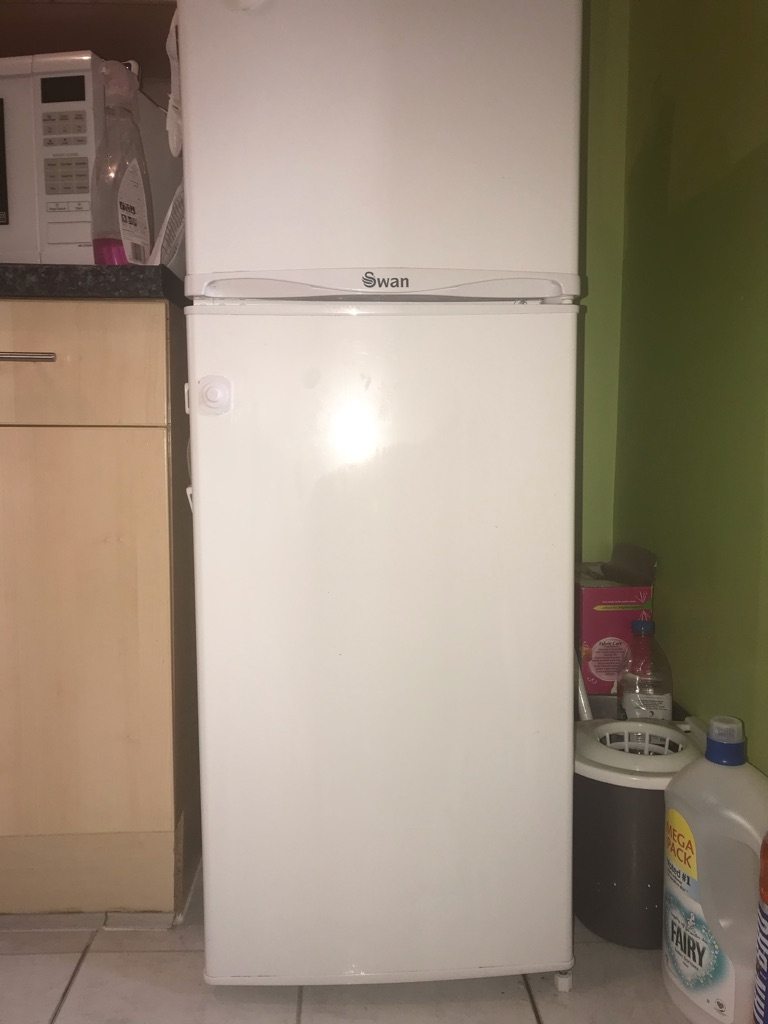 Swan fridge freezer