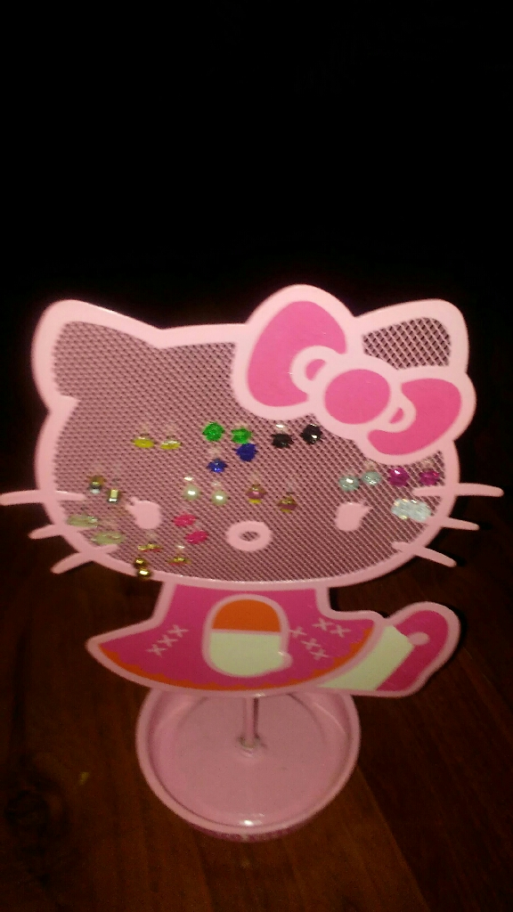 Hello kitty with 14 pairs of earrings