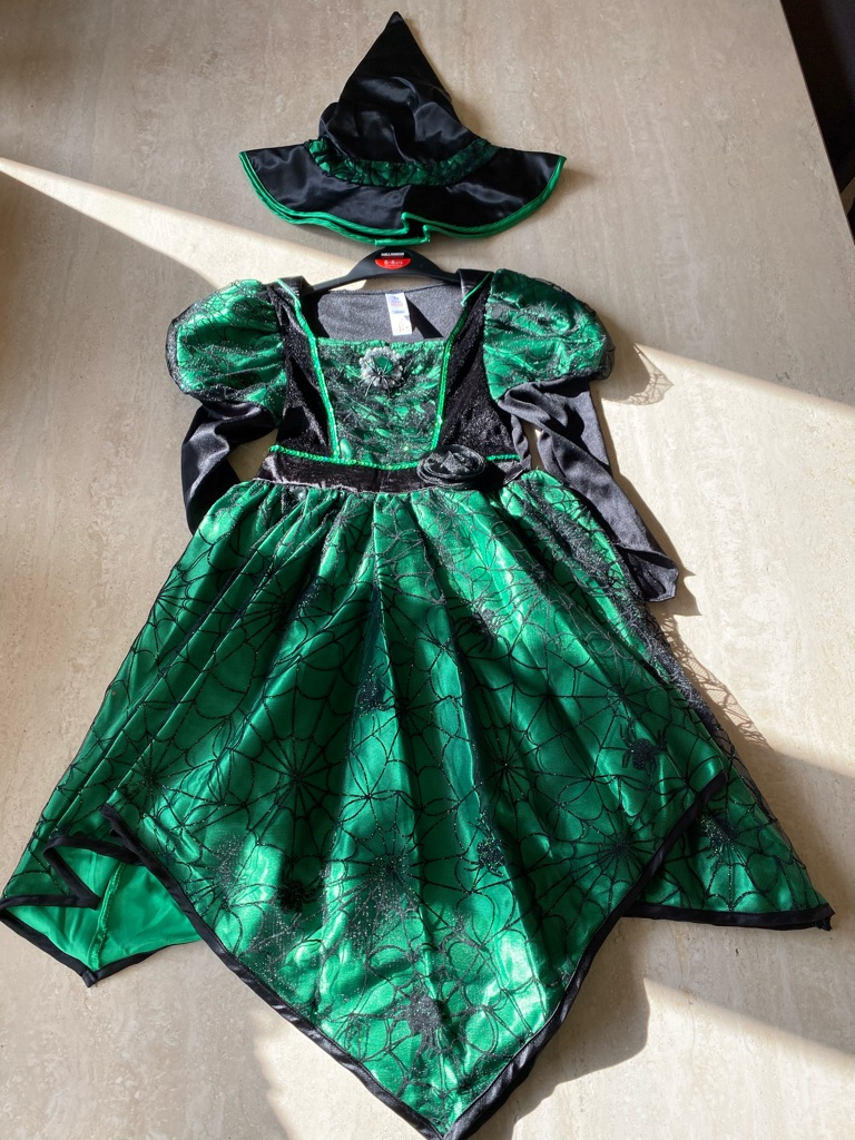 Halloween Witch outfit age 5-6