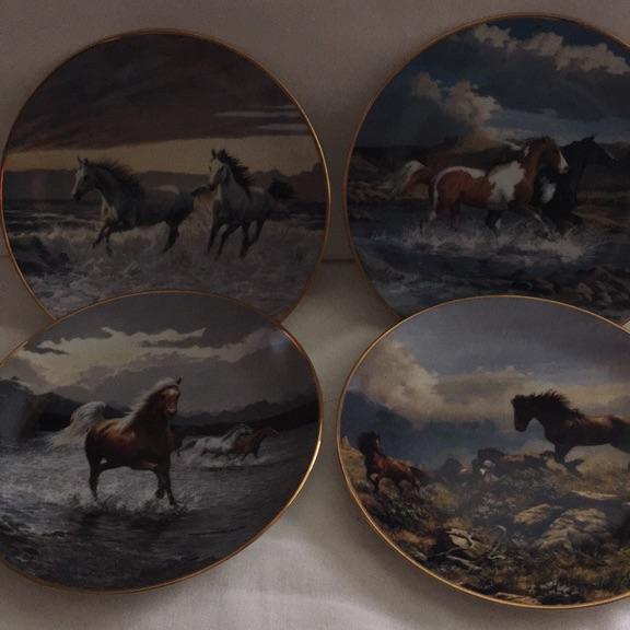 """Porcelain """"horse""""plates"""