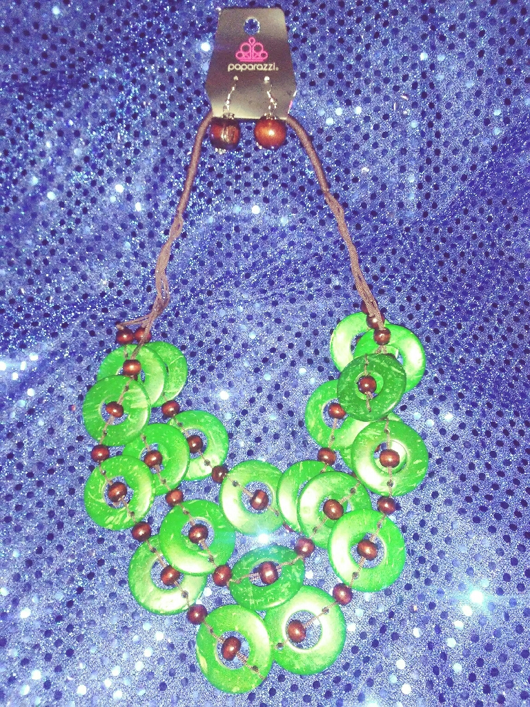 Green and brown beaded necklace w/earrings