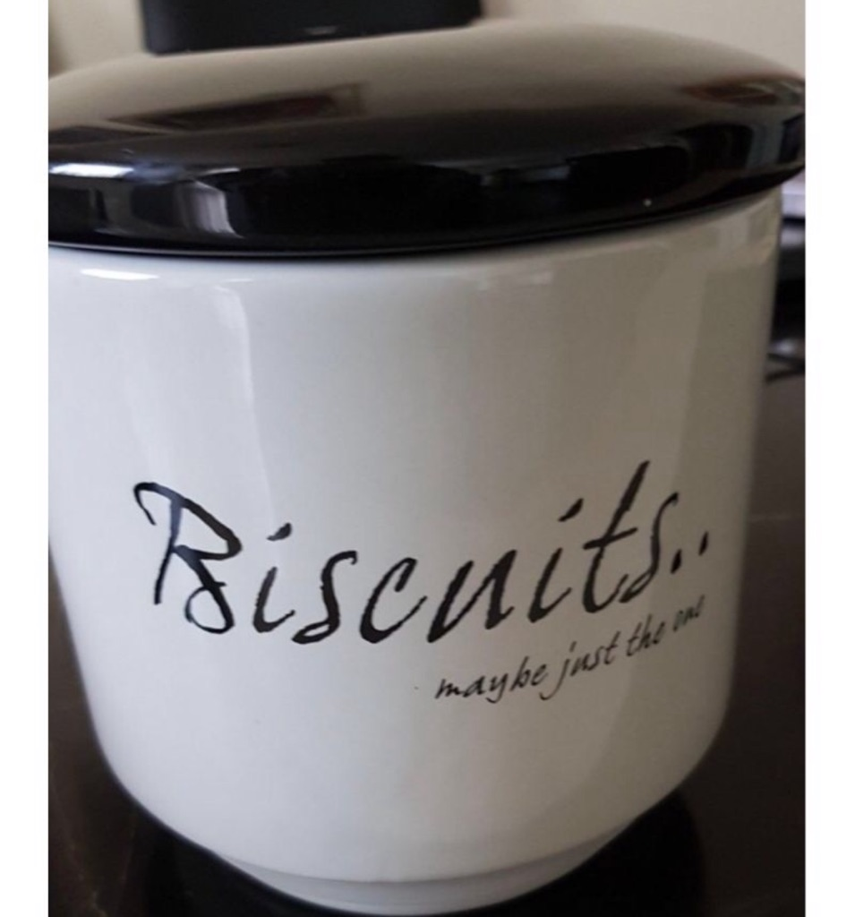 Biscuit Tin + free gift