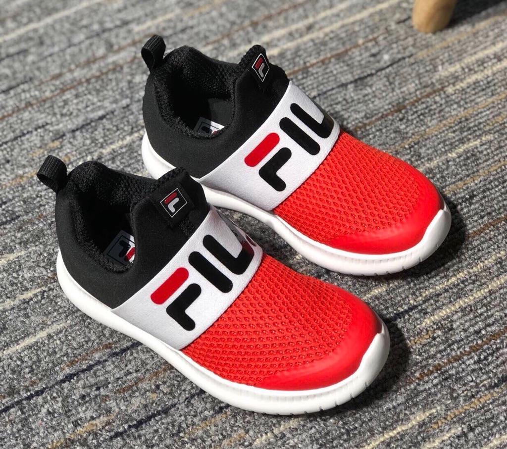 FILA中童運動鞋