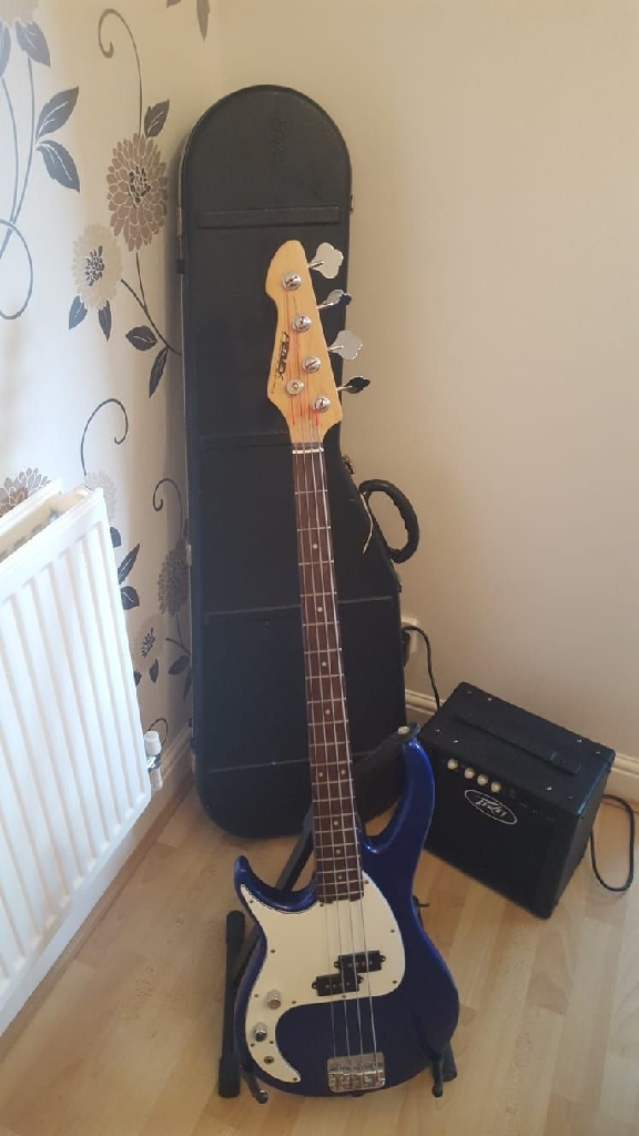 Left Handed Peavey Bass Guitar And Amp