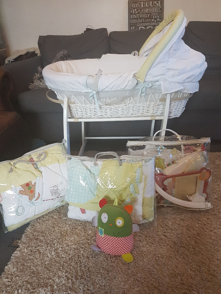 Mamas and papa Moses basket