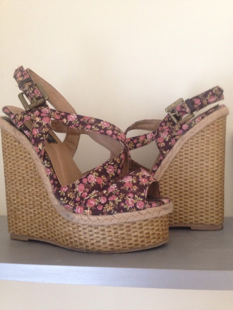 Summer floral size 4 wedges